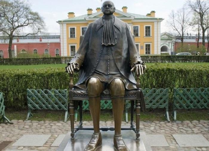 Памятник Петру I в Петропавловской крепости. Автор: Михаил Шемякин.