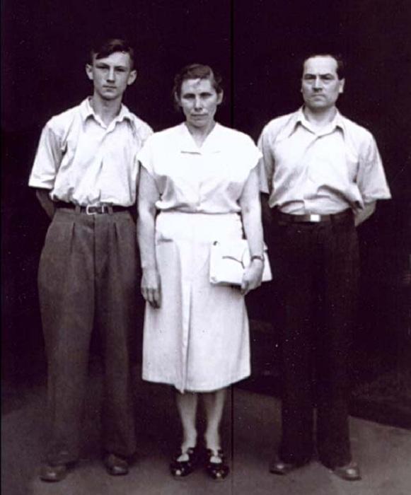 Богдан Ступка с родителями.