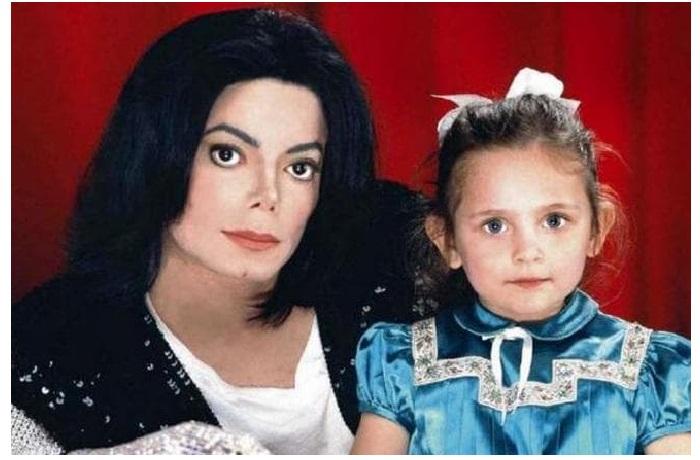 Майкл Джексон с дочерью Пэрис.