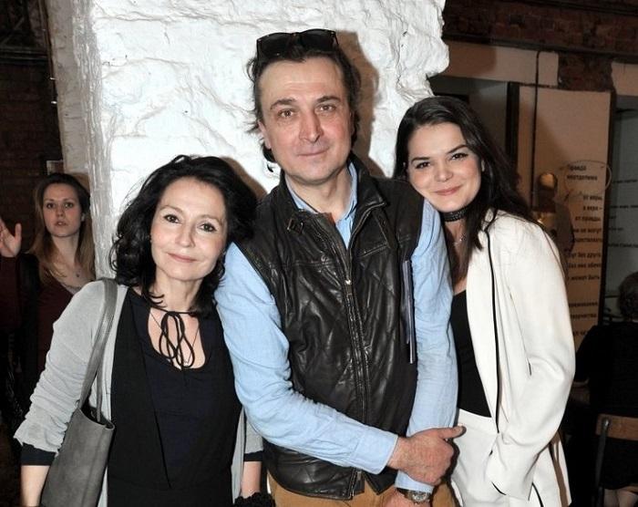 Лазарев-младший с женой и дочерью.