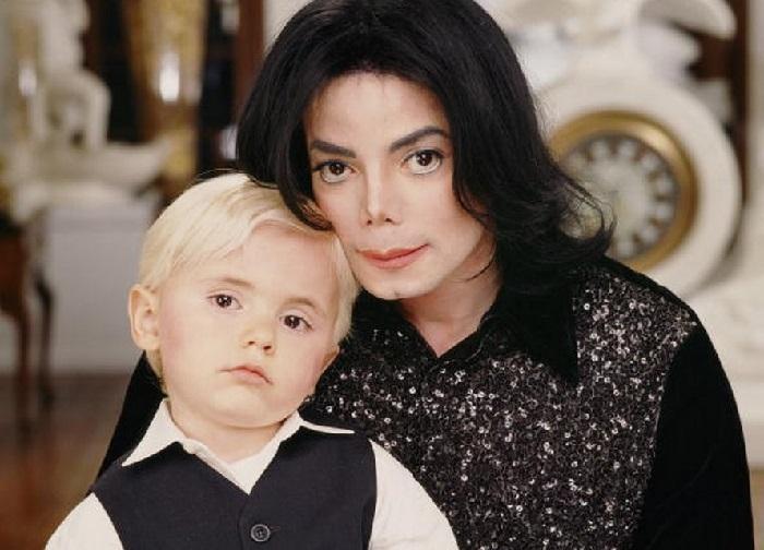 Майкл Джексон со старшим сыном.