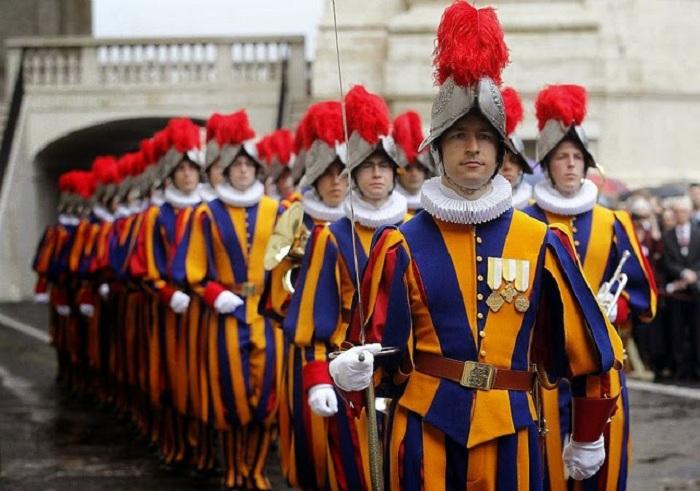 Швейцарская гвардия на службе безопасности Ватикана.  |Фото: jmswmd.blogspot.com