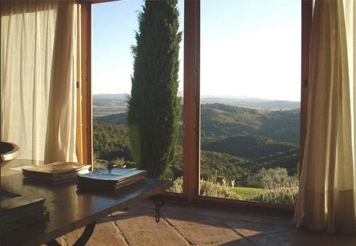 Вид из окна особняка Газманова в Тоскане. | Фото: fashion-int.ru