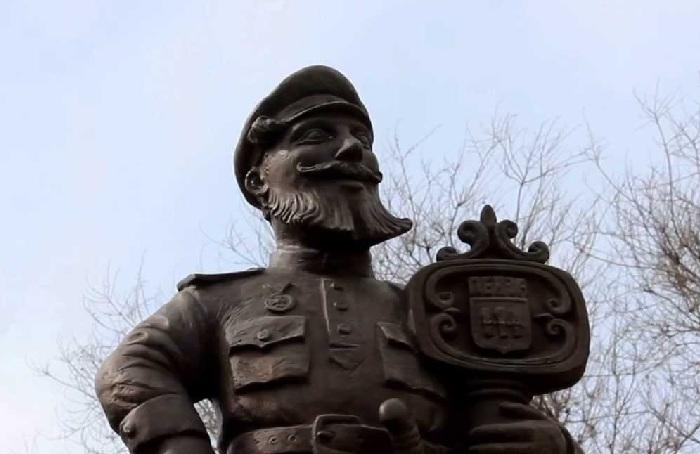 Памятник Ивану Харитоновичу Лачинову. (Фрагмент композиции).