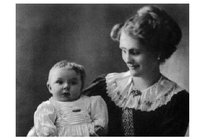 Маленький Жанно с мамой.