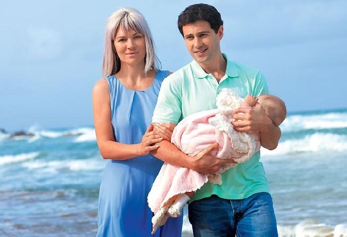 Антон и ВикторияМакарскиес новорожденной дочкой.