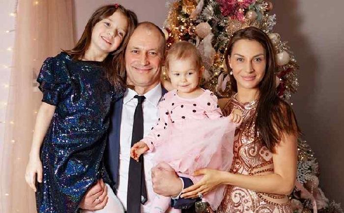 Константин и Анастасия с дочерями.