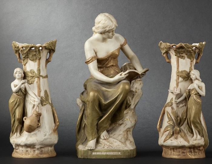 Парные фарфоровые вазы и статуэтка в стиле Модерн. Фарфор Royal Dux. | Фото: expertissim.com.
