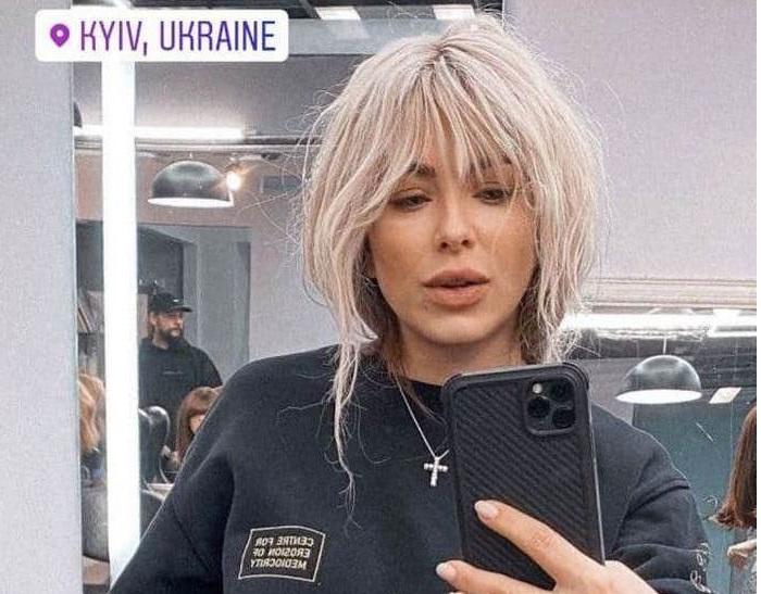 И теперь шатенку Ани Лорак в образе блондинки непросто узнать. | Фото: instagram.com.