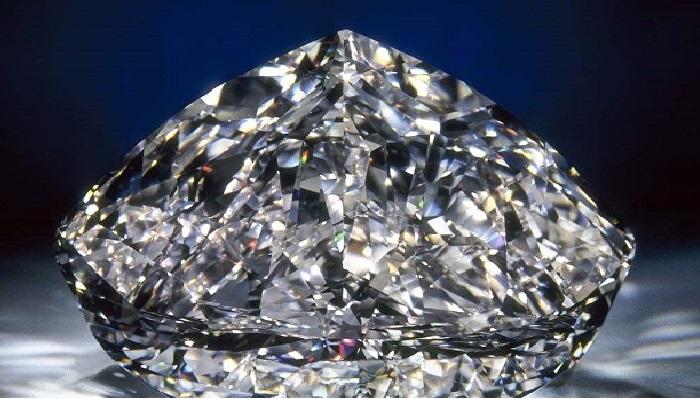 Бесцветный бриллиант весом более 100 карат, ограненный из алмаза, найденного в Ботсване. Для его огранки ювелирам Нью-Йорка понадобилось пол года.