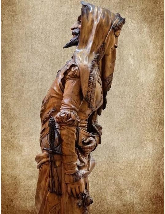 Двуликая статуя Мефистофеля и Маргариты. Фрагмент. Вид в профиль.