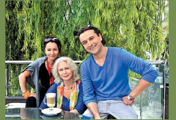 Алина, Александр и Светлана Немоляева.