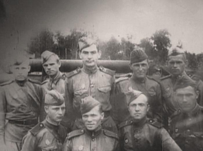 Снимок с фронта. Боевые товарищи. /Глебов - верхний ряд в центре/.
