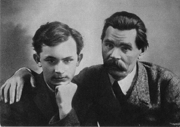 А. М. Горький с сыном Максимом Пешковым. Париж. 1912 год.
