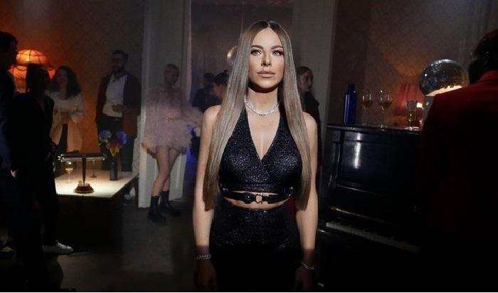 Кадр из видеоклипа на песню «Страдаем и любим».
