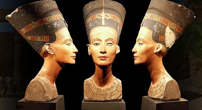 Бюст царицы Египта Нефертити. Новый музей. Берлин.