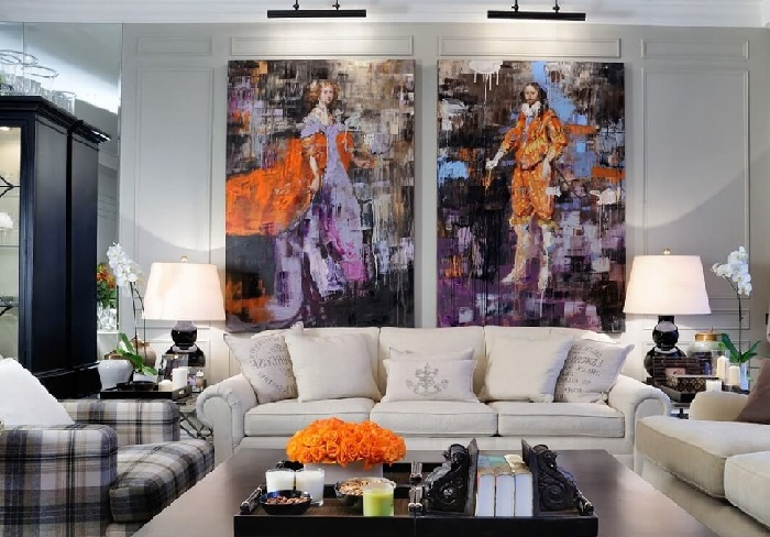 Картины подсвечивают дополнительным источником света, что дополняет эстетический эффект от живописи.