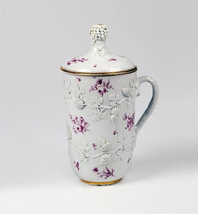 Кружка с крышкой. Мастер Д.И. Виноградов.  1750-е гг.