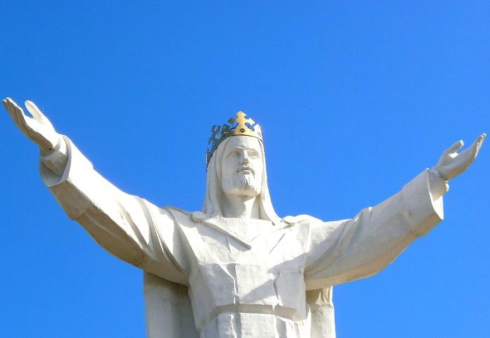 Статуя Иисуса Христа, Царя Вселенной в Польше.