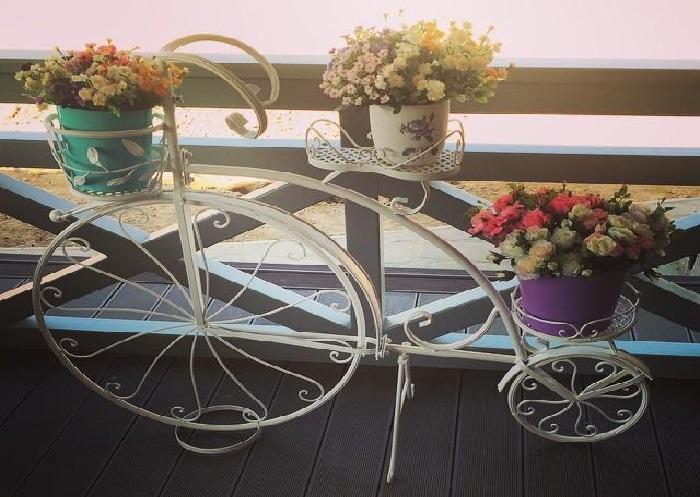 Винтажный велосипед-подставка для цветов.