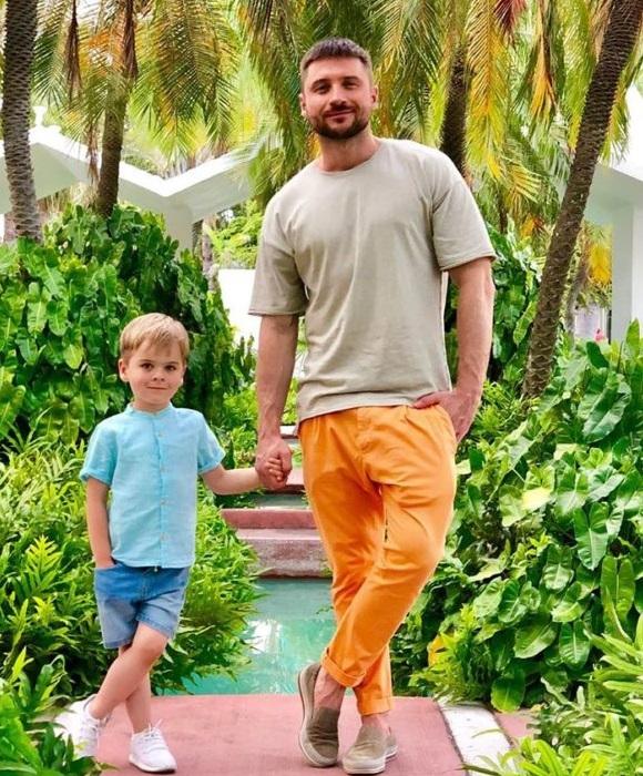 Сергей Лазарев с сыном Никитой.    Фото: muzolenta.ru.