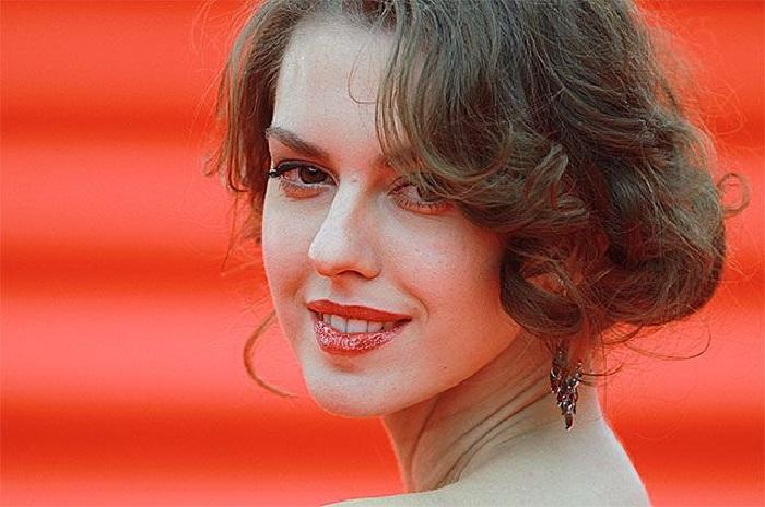 Лянка Грыу - современная российская актриса.