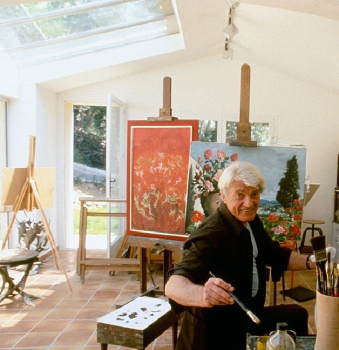 Жан Маре в творческой мастерской.