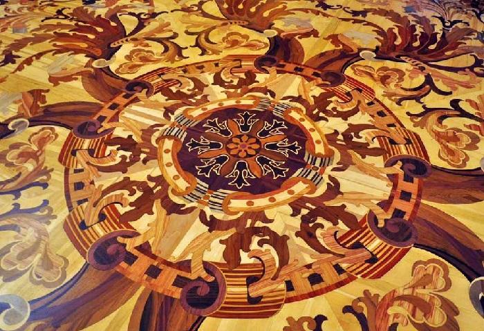 Художественный паркет в  золотой гостиной Эрмитажа. Фрагмент. | Фото: silverparket.com.