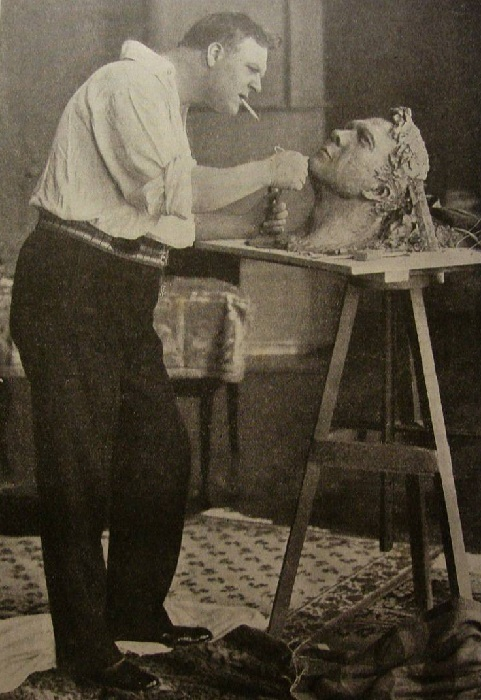 Федор Шаляпин - скульптор.