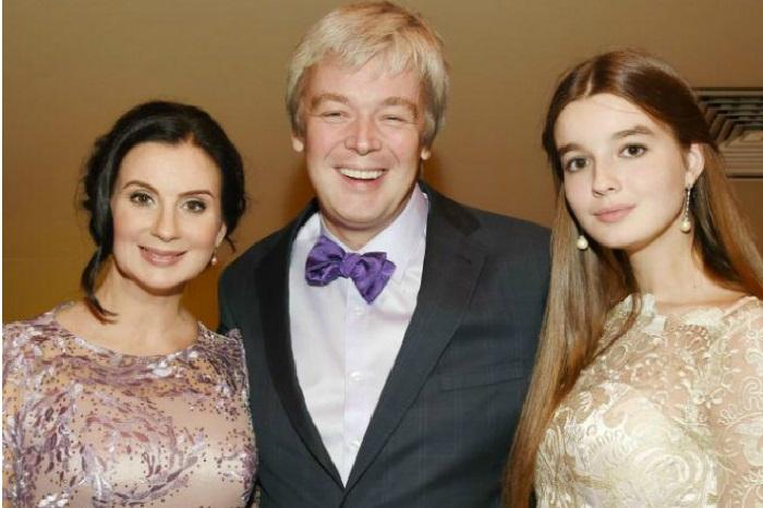 Семья Стриженовых: Александр Стриженов, Екатерина Стриженова и Александра Стриженова.