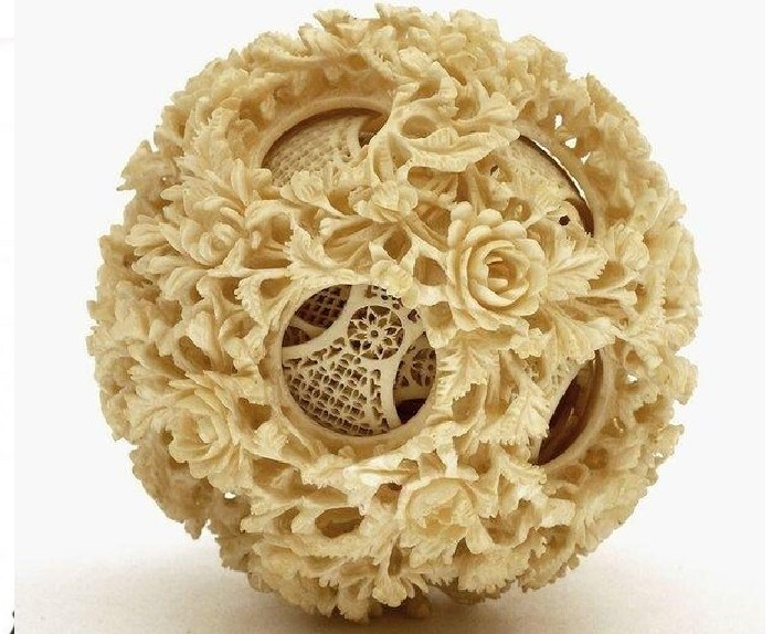 Резной шар-головоломка из слоновой кости.