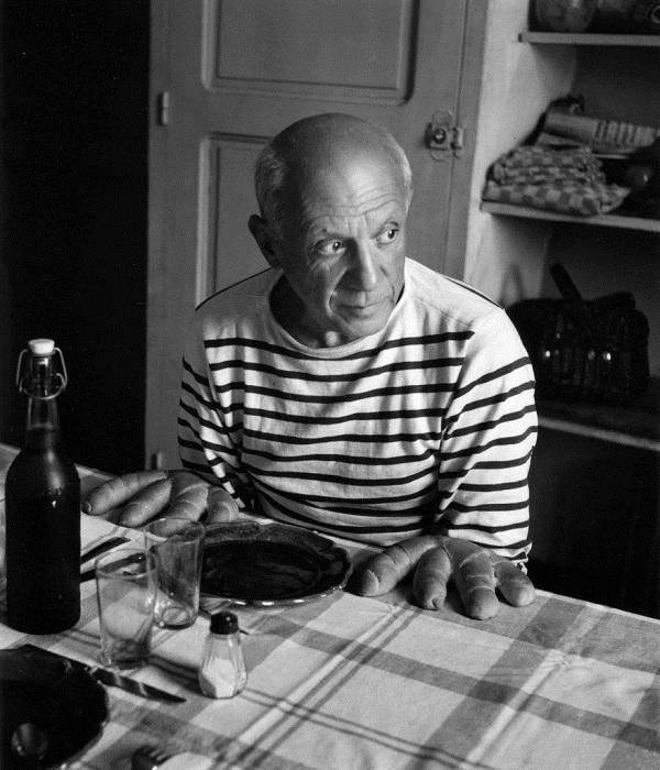 «Пикассо, руки-хлеб». Фото 1952 года.