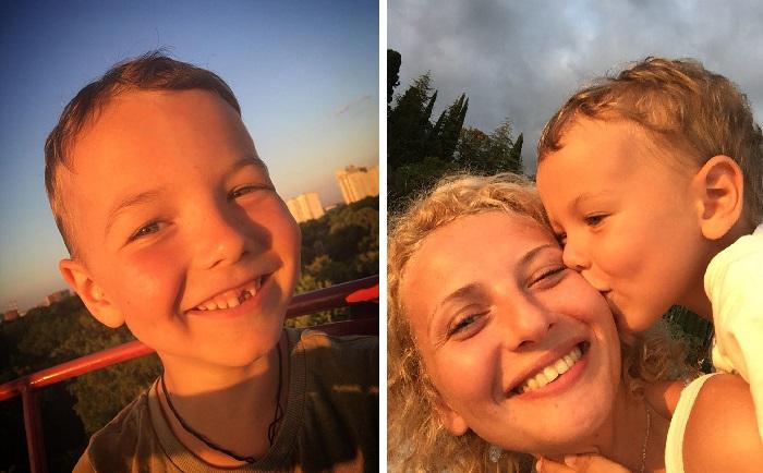 Сын Добрыня с матерью.