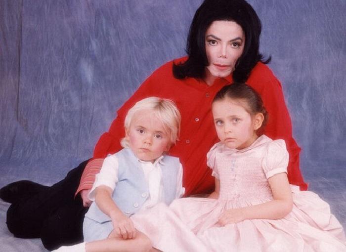 Майкл Джексон со старшими детьми.