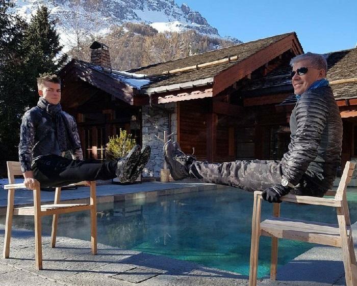 Олег Газманов с сыном Филиппом на вилле в Тоскане соревнуются в выносливости. | Фото: fashion-int.ru