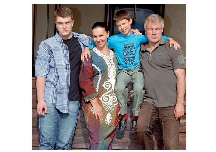Анатолий Котенёв и Светлана Боровская с сыновьями.