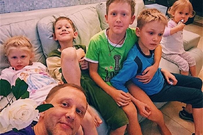 Сергей Горобченко с сыновьями.