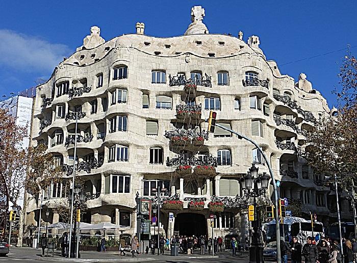 Архитектурный шедевр Антонио Гауди – Каса-Мила.
