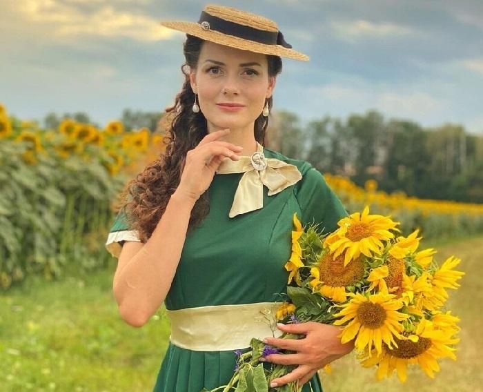 Винтажные наряды в стиле XIX века. Мила Поворознюк. | Фото: instagram.com.