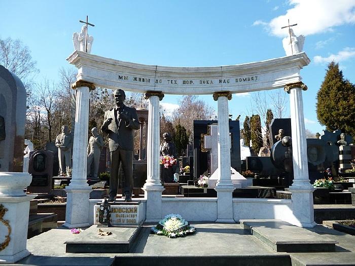 Киев. Байковое кладбище. Могила Валерия Лобановского.