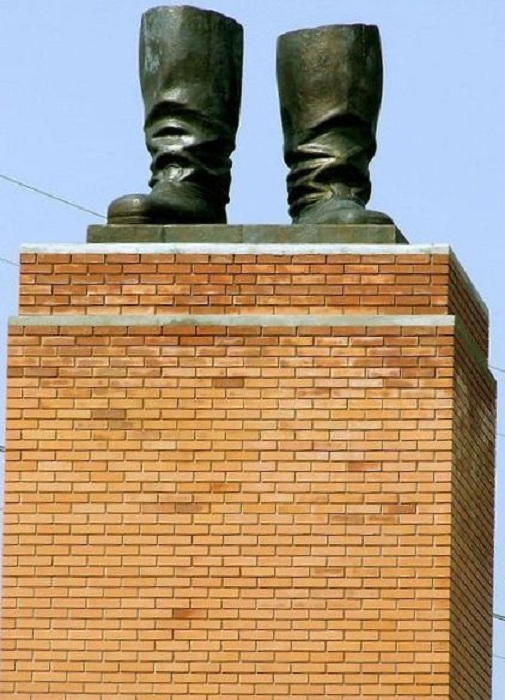 «Сапоги Сталина». Будапешт.Венгрия.