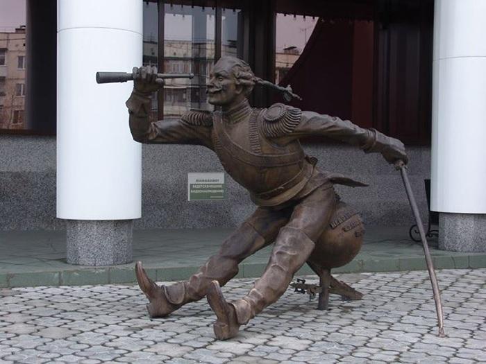 Памятник барону Мюнхаузену. Ноябрьск, Россия.