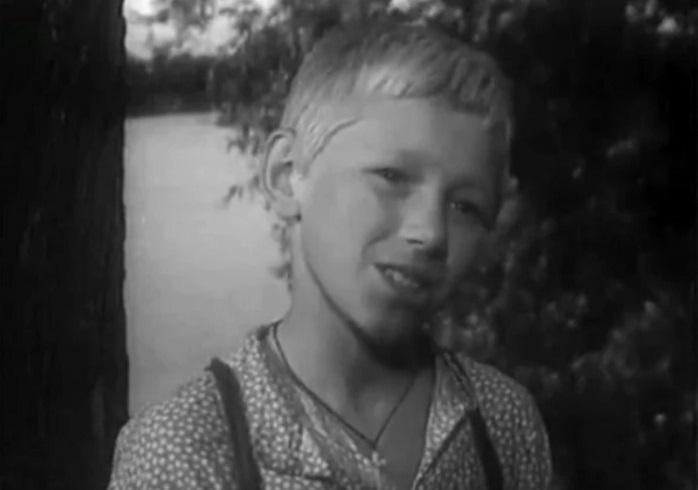 Семен морозов в роли Вальки в кинофильме «На графских развалинах».