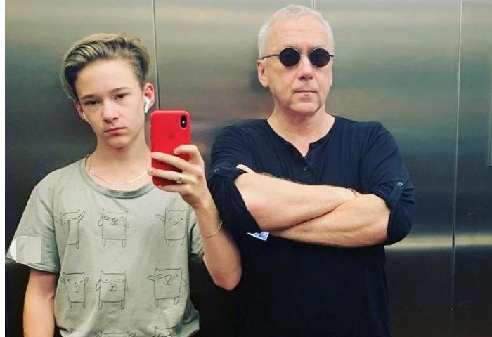 Вадим Демчог с сыном Вильямом. | Фото: instagram.com.