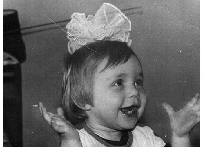 Таня в детстве.