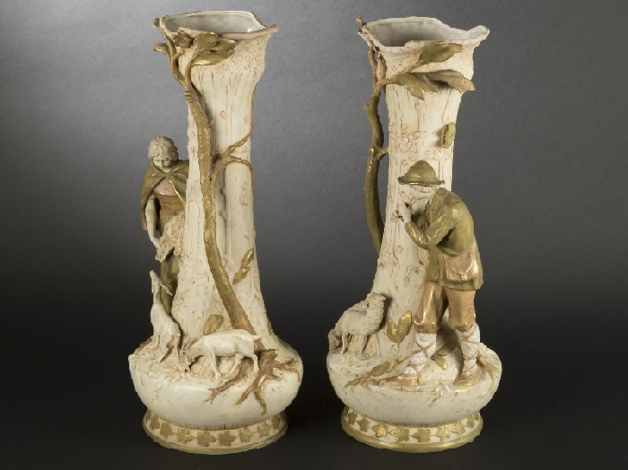 Парные фарфоровые вазы в стиле Модерн. Фарфор Royal Dux.| Фото: expertissim.com.