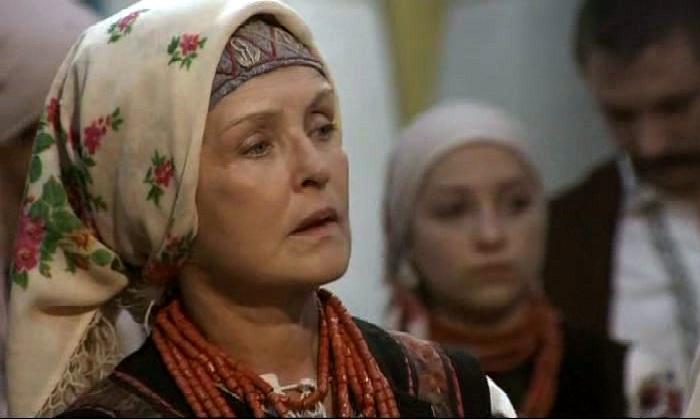 Жена Тараса Бульбы (Ада Роговцева).