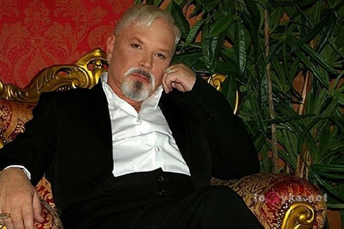 Кадр из видеоклипа «Дай мне повод остаться». Новый образ Бориса Моисеева.