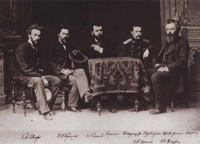 Самые знаменитые художники-передвижники конца 19 века. Фото: 1870-е. (Слева направо: К. А. Савицкий, И. Н. Крамской, П. А. Брюллов, Н. А. Ярошенко, И. И. Шишкин).
