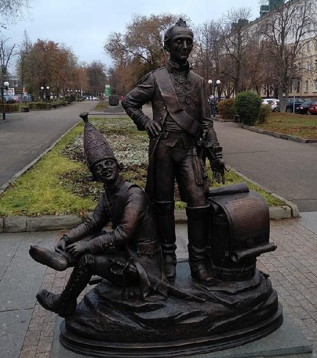Скульптурная композиция «Пензяки толстопятые!»
